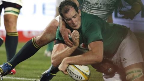 Devin Toner stretches over for Ireland