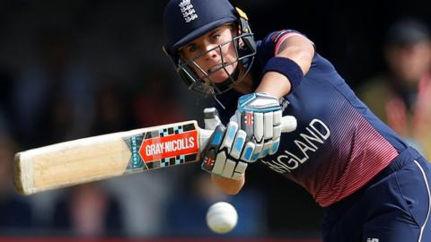 Lauren Winfield batting for England v India in the World Cup final