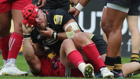 Joe Marler and James Haskell scuffle