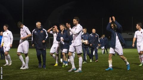East Kilbride drew 2-2 at Stenhousemuir in the third round of he Scottish Cup
