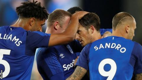 Everton celebrate Leighton Baines' goal