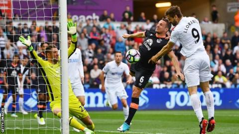 Chelsea in advanced talks to sign Swansea's Fernando Llorente