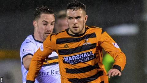 Michael Duffy in action for Alloa