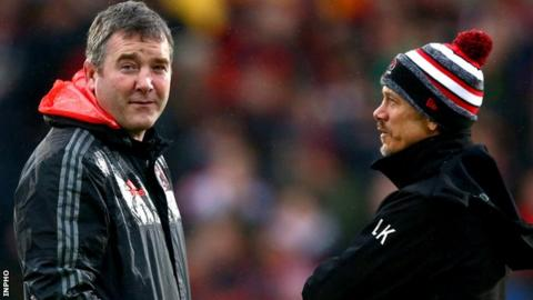 Anthony Foley and Ulster director of rugby Les in discussion at Kingspan Stadium in January