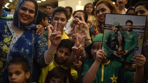 Pakistan fans at Karachi International airport