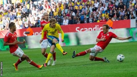 Emil Forsberg puts Sweden in the lead