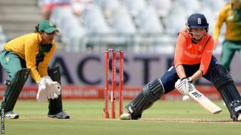 Sarah Taylor bats for England