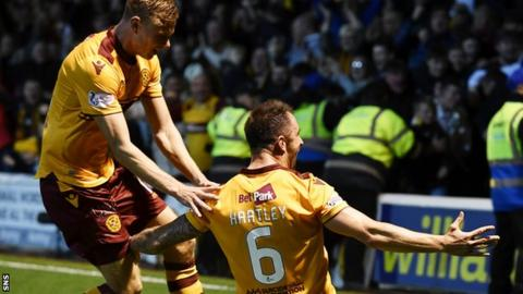 Motherwell's Peter Hartley (right)