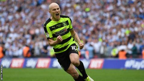 Huddersfield to sign Manchester City's Aaron Mooy for £10m