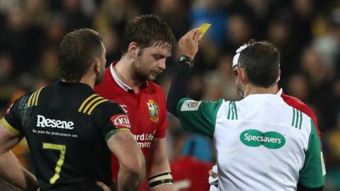 Iain Henderson is sent to the bin