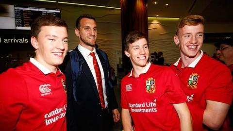 Sam Warburton arrives in Auckland and meets Lions fans