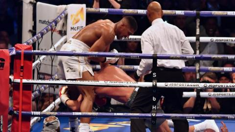 Anthony Joshua downs Wladimir Klitschko