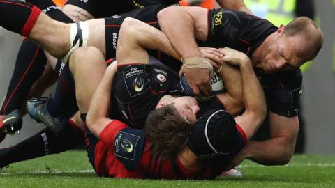 Chris Wyles bundles over for Saracens' second try