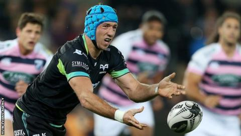 Justin Tipuric in action for Ospreys