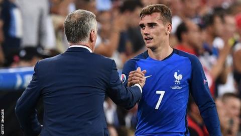 France's Didier Deschamps and Antoine Griezmann