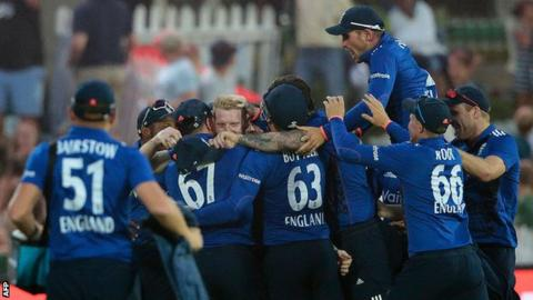England celebrate Ben Stokes' catch to dismiss AB De Villiers