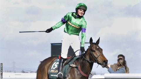 Liam Treadwell wins the 2009 Grand National on 100-1 shot Mon Mome