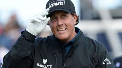 Phil Mickelson salutes the galleries at last year's Open at St Andrews