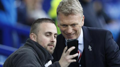 Everton manager David Moyes takes a selfie