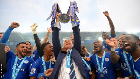 Claudio Ranieri lifts the Premier League trophy