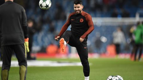 Sergio Aguero warms-up