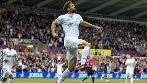 Swansea out of bottom three with crucial Everton victory