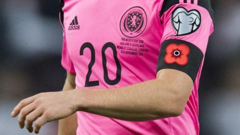 A Scotland player wearing a poppy