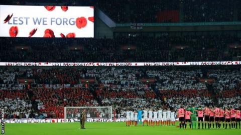 Strachan and O'Neill want poppy ban 'common sense'