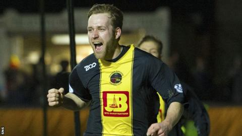 Darren Lavery was on target for Berwick Rangers as they beat Forfar 3-2