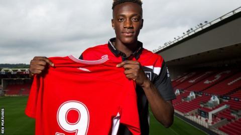 Tammy Abraham completes season-long loan move to Bristol City