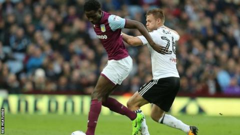 Aston Villa forward Keinan Davis signs contract extension