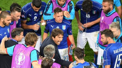 Antonio Conte managing Italy during Euro 2016