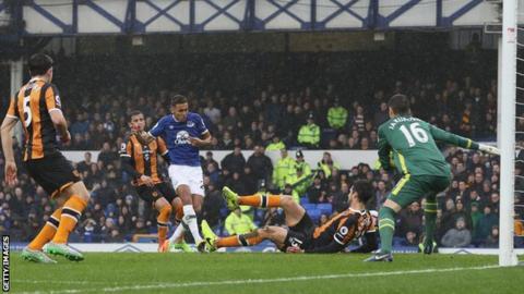 Dominic Calvert-Lewin scores for Everton against Hull City