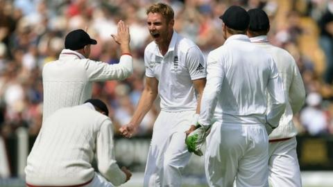 Stuart Broad and England's players celebrate