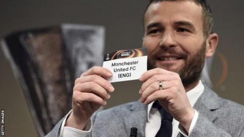 Alexander Frei draws Manchester United's name out