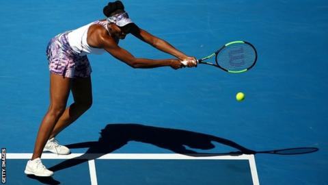 Australian open: Serena avoids disaster