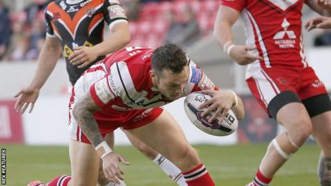 Gareth O'Brien goes in for Salford's first try against Castleford