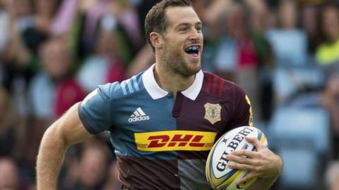 Harlequins' Tim Visser races away to score their opening try