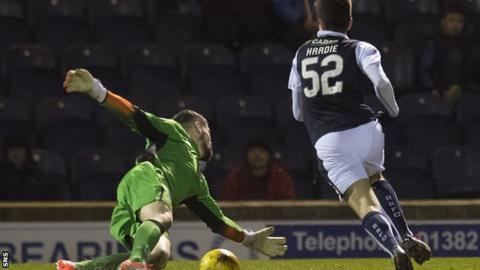 Raith's Ryan Hardie skips round St Mirren goalkeeper Billy O'Brien before scoring his second goal