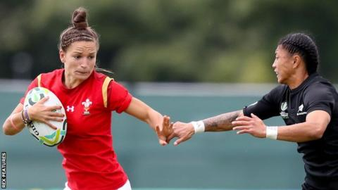 New Zealand's Selica Winiata closes in on Wales wing Jasmine Joyce