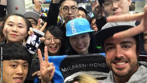 Fernando Alonso of McLaren-Honda with Chinese fans