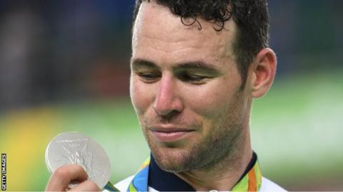 Mark Cavendish with silver medal
