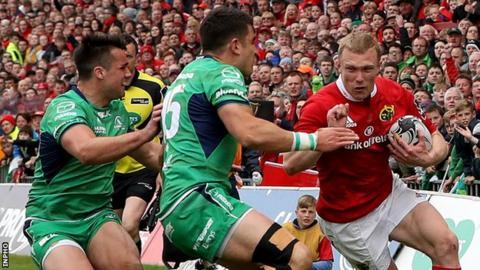 Danie Poolman and Tiernan O'Halloran try to halt the progress of Keith Earls