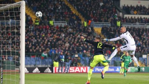 Olivier Giroud scores Arsenal's second against Ludogorets Razgrad