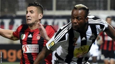 USM Alger's Rachid Nadji (left) and Kimwak Mpela of TP Mazembe