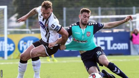 Paddy Barrett and Nathan Boyle vie for possession at Oriel Park