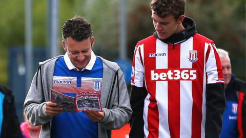 Stoke City fans arrive