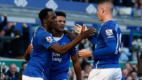 Everton players celebrating scoring a goal