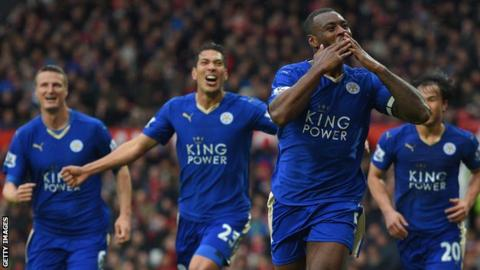 Wes Morgan celebrates a goal with Robert Huth, Leonardo Ulloa and Shinji Okazaki