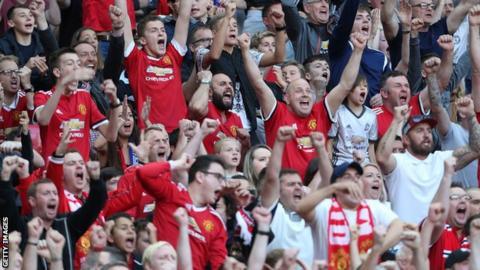 Man Utd fans celebrate
